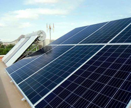 equipo de autoconsumo fotovoltaico en el siscar